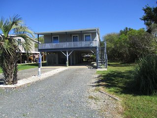 Only 4 minutes from the beach. Pet friendly!