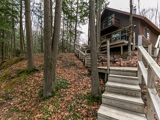 Three Bedroom, Two Bath Cottage on the Boardman River W/Hot Tub,Fireplace,Air