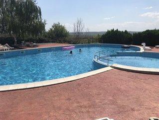 Villa for 6 with Balconies & Pool near Sunny Beach