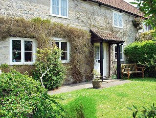 Raven Cottage - Character Cottage in Rural Setting- Great location!