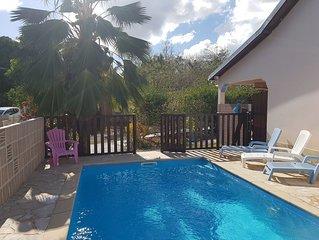 Maison avec piscine , situe au calme et a 800 metre de la plage. Acces PMR
