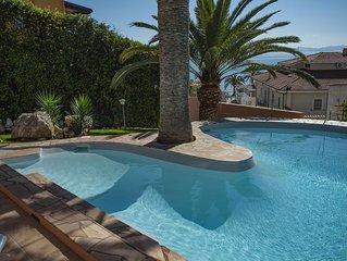 Villa Maladroxia, piscina, sala biliardo, terrazza panoramica a 70 mt dal mare !