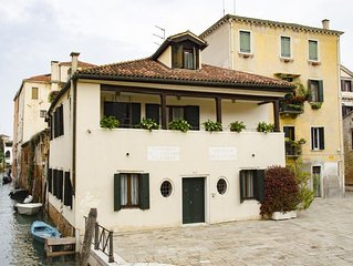 Casa Cafiero - Gorgeous retreat in quiet square, walking distance to the center