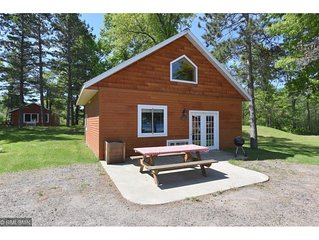 Beautiful 2 Bedroom + Loft cabin just off the water (Cabin #8)