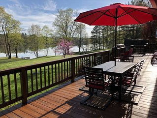 Panoramic Lake Views~Hot Tub~FREE Kayaks, Canoes, Bikes~3-D photos~Game Room