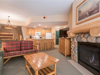 Spacious condo that sleeps 6, hot tub, steps from the lifts, free wifi, & parkin