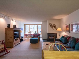 Comfortable and cozy unit with King bed, community sauna, free wifi, parking, a