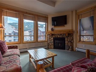 Spacious room in the heart of the center village, hot tub, free wifi, & parking.