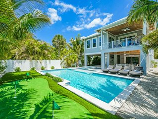Close to beach, gorgeous 5 bd luxury home! Private Pool, Spa, and Putting Green!