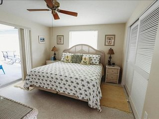 HOLMES BEACH PRIVATE 2/2 PET FRIENDLY HOME WALKING DISTANCE TO THE BEACH