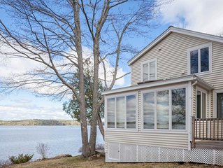Waterfront Bungalow with Spectacular Sunsets, Fun For the Whole Family