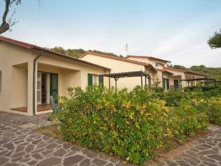 Piccolo complesso di appartamenti nel verde in zona comoda, vicino a Procchio e