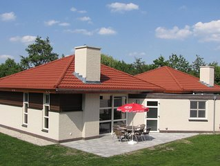 Attractive holiday home in park (central location) with beach and recreational