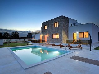 Modern Villa with private pool, gym, terrace, BBQ and parking