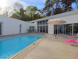 Villa with High-End Kitchen, Jacuzzi & Pool in Longeville sur mer