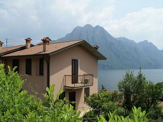 Spacious apartment with breathtaking view of Lake Iseo, near wine region.
