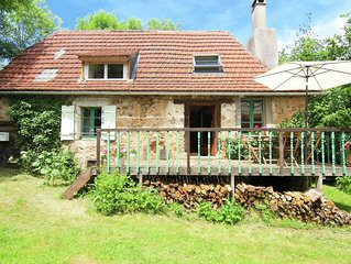 Farm cottage with south-facing terrace, large garden and lovely view
