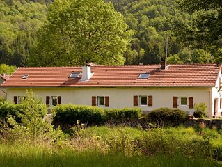 Farm on the banks of the Moselotte with a recreation lake just 5 minutes away.
