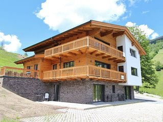 Luxury chalet built in 2015, right next to the ski slope and lift in Saalbach