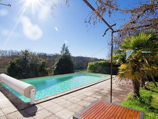 Warm Mansion with Swimming Pool in Sigoules