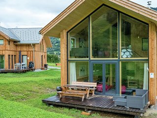 Detached panoramic luxury chalet with spa below the Kreischberg