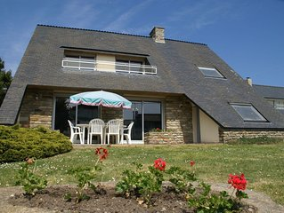 Comfortable, detached holiday home with garden 100 m from beach!