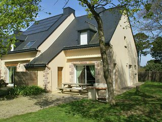Comfortable semi-detached holiday home 700 m from the beach in Brittany