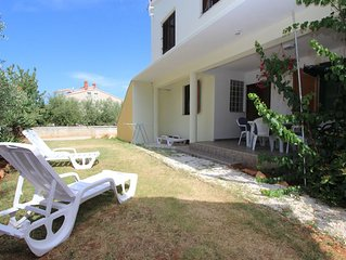 Preiswerte Ferienwohnung in Medulin mit Küche, Bad, Klima, Terrasse, Garten mit