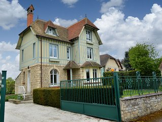 Beautiful house in the center of Bayeux with garden and private parking