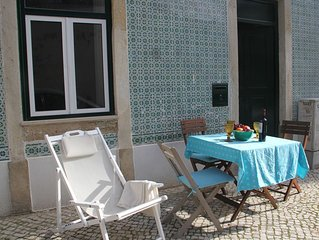 Ground floor apartment in central Lisbon where to sit outdoor, gaze and relax!