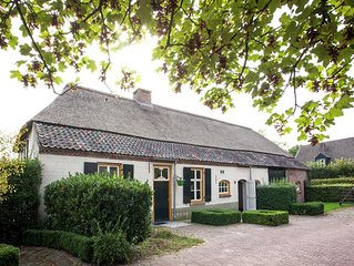Beautiful and historical Brabant farmhouse with large garden in the beautiful Le