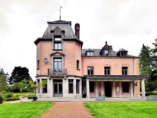 Magnificent luxury chateau in vast, park-like garden with sauna and Jacuzzi 's