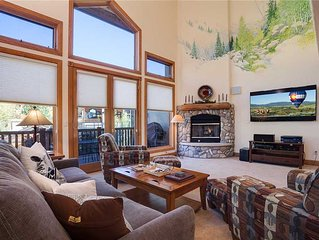 Spacious townhome with great mountain views ~ private garage, hot tub, heated p