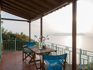 Clifftop Cottge with spectacular sea views in quiet location