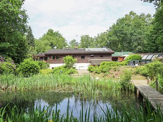 Beautiful Finnse style log cabin including a swimming pool, sauna and Jacuzzi