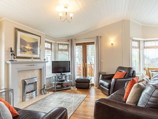 Luxury Log cabin in a tranquil setting situated on the shore of Lake Windermere