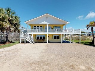 Great Gulf Beaches getaway w/ gulf views and private pool! Pets welcome, free Be