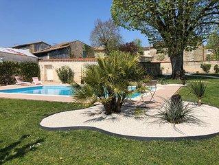 Ancienne maison maraichine avec piscine chauffee et court de tennis