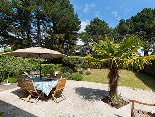 Maison lumineuse idéalement située avec jardin proche mer, criques et plage