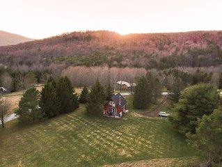 Cozy Catskill Chalet w/ HotTub (Catskill Mountains)