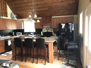 Lake Winnipesaukee Home-Weeks/weekends Fall foliage,Winter ski, Summertime fun