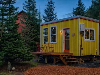 Light and Bright Tiny Home in Oregon Wine Country / SW Portland