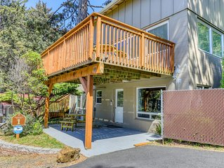 Cozy, oceanfront studio w/ a private deck - just minutes from the Cape Perpetua!