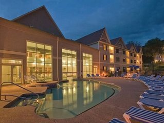 Ski-in/Ski-Out in the Berkshires! ~ Great Fall Rates