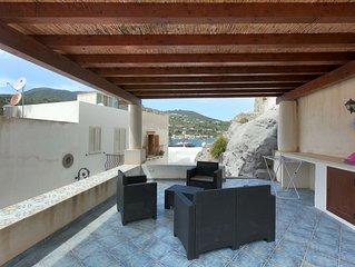 Appartamento indipendente con terrazza vista mare in centro storico a Lipari