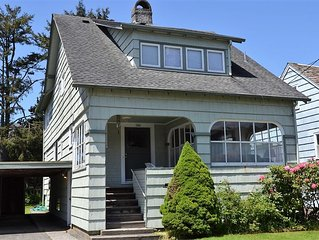 6Bed/3Bath Steps To The Beach, Peak Views of the Ocean, Close to Town