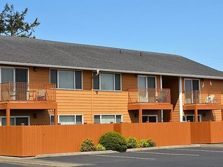 2Bd/1Ba Newly Remodeled Condo 2 blocks to Beach/Convention Ctr/Downtown