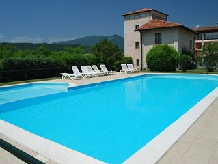 2 bedroom Apartment, sleeps 6 with Pool and FREE WiFi
