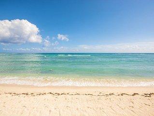 Oceanfront Condo with Pool & AC! Snorkel! Walk to Restaurants!