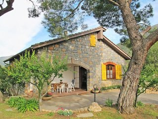 2 bedroom Villa, sleeps 6 with Air Con and FREE WiFi
